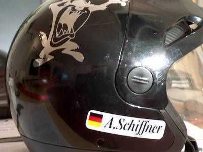 Helmaufkleber mit Ihrem Namen und Flagge